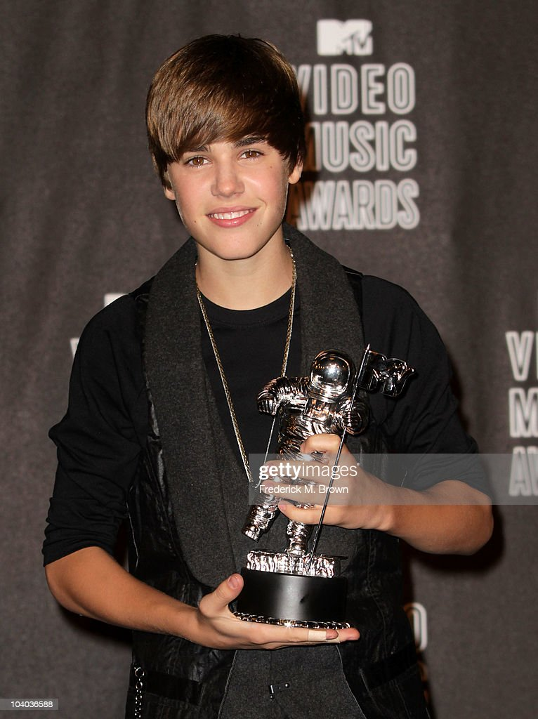 Singer Justin Bieber poses in the press room with his award for Best New Artist during the MTV Video Music Awards at NOKIA Theatre L.A. LIVE on September 12, 2010 in Los Angeles, California.