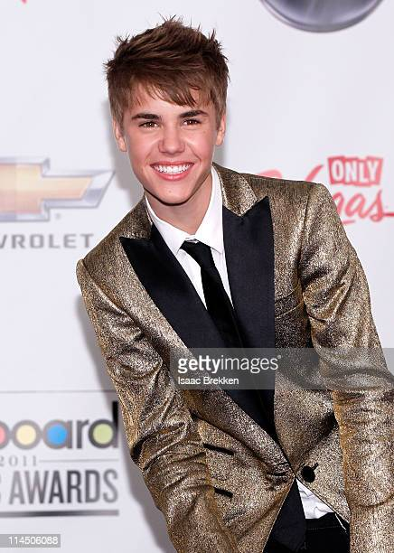 Singer Justin Bieber poses in the press room with the Digital Artist of the Year award during the 2011 Billboard Music Awards at the MGM Grand Garden...