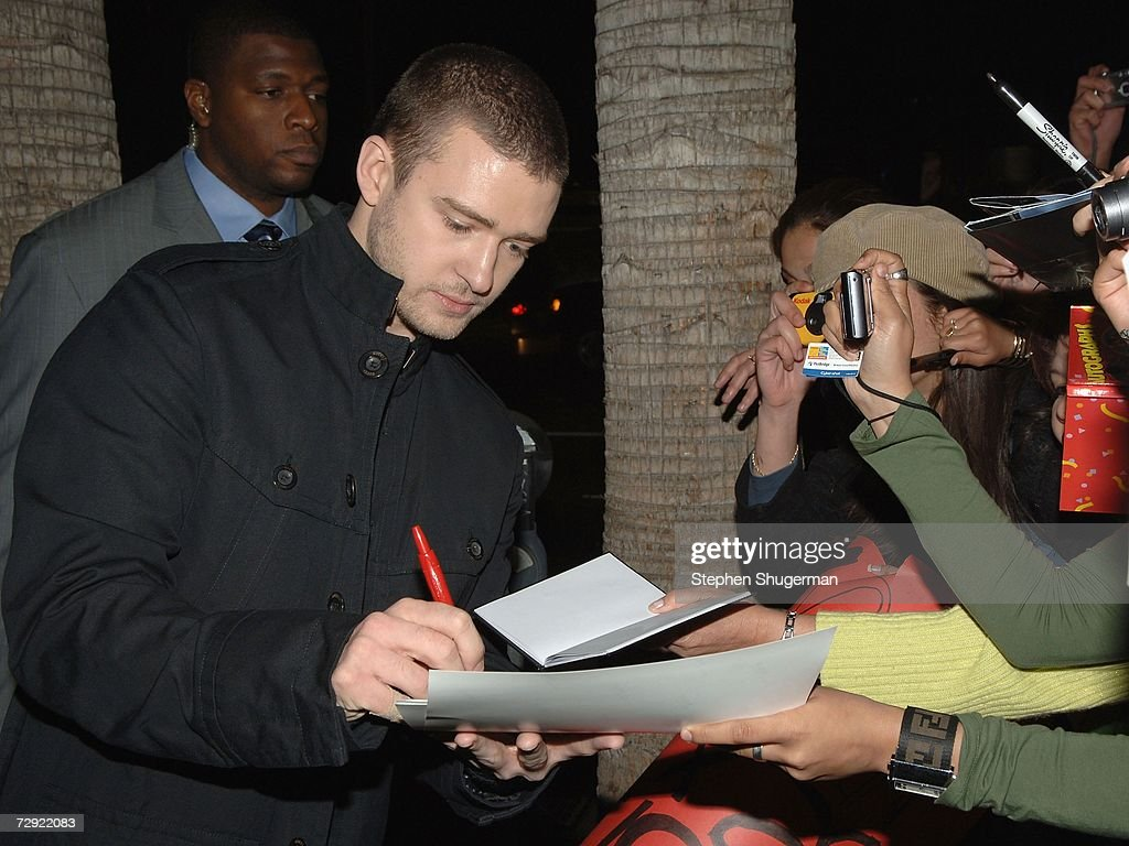 Singer Justin Timberlake signs autographs at the premiere of Universal Pictures' 'Alpha Dog' at the Cinerama Dome on January 3, 2007 in Hollywood, California.