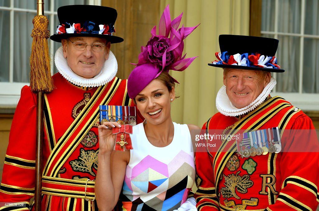 Singer <a gi-track='captionPersonalityLinkClicked' href=/galleries/search?phrase=Katherine+Jenkins&family=editorial&specificpeople=204776 ng-click='$event.stopPropagation()'>Katherine Jenkins</a> holds her OBE (Officer of the Order of the British Empire) with two Yeoman Warders during an Investiture Ceremony at Buckingham Palace on March 14, 2014 in London, England.