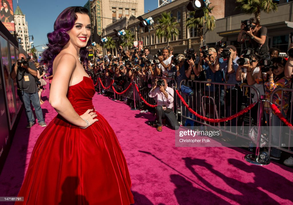 Singer <a gi-track='captionPersonalityLinkClicked' href=/galleries/search?phrase=Katy+Perry&family=editorial&specificpeople=599558 ng-click='$event.stopPropagation()'>Katy Perry</a> arrives at '<a gi-track='captionPersonalityLinkClicked' href=/galleries/search?phrase=Katy+Perry&family=editorial&specificpeople=599558 ng-click='$event.stopPropagation()'>Katy Perry</a>: Part Of Me' Los Angeles Premiere at Grauman's Chinese Theatre on June 26, 2012 in Hollywood, California.
