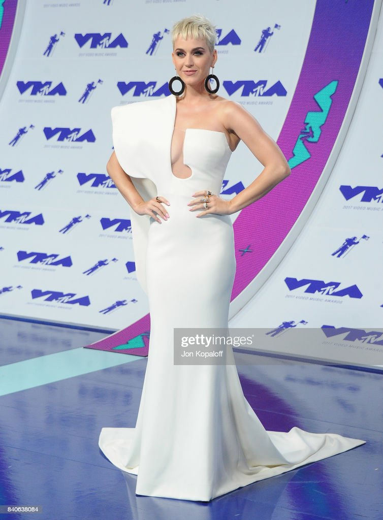 Singer Katy Perry arrives at the 2017 MTV Video Music Awards at The Forum on August 27, 2017 in Inglewood, California.