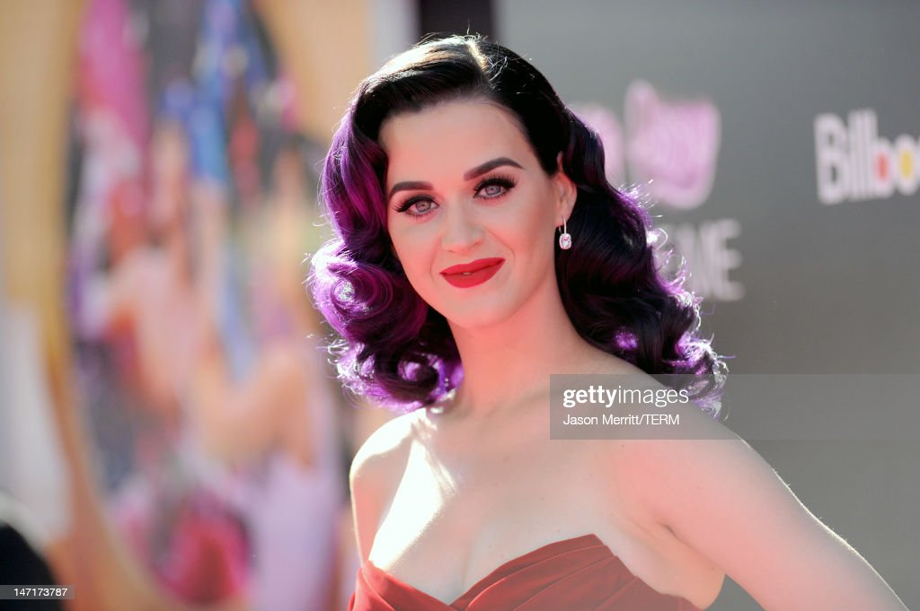 Singer <a gi-track='captionPersonalityLinkClicked' href=/galleries/search?phrase=Katy+Perry&family=editorial&specificpeople=599558 ng-click='$event.stopPropagation()'>Katy Perry</a> arrives at the premiere of Paramount Insurge's '<a gi-track='captionPersonalityLinkClicked' href=/galleries/search?phrase=Katy+Perry&family=editorial&specificpeople=599558 ng-click='$event.stopPropagation()'>Katy Perry</a>: Part Of Me' held at Grauman's Chinese Theatre on June 26, 2012 in Hollywood, California.