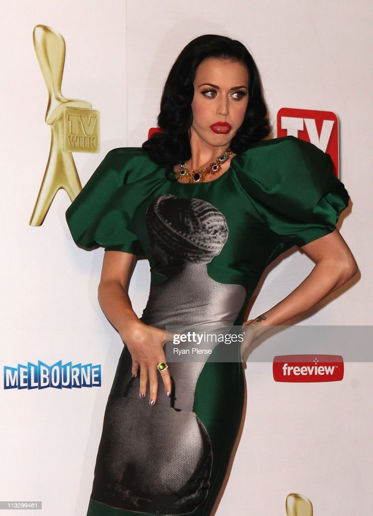 Singer <a gi-track='captionPersonalityLinkClicked' href=/galleries/search?phrase=Katy+Perry&family=editorial&specificpeople=599558 ng-click='$event.stopPropagation()'>Katy Perry</a> arrives on the red carpet ahead of the 2011 Logie Awards at Crown Palladium on May 1, 2011 in Melbourne, Australia.