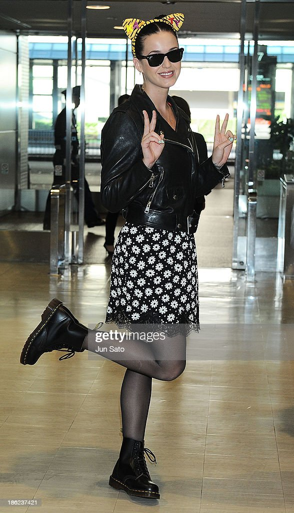Singer <a gi-track='captionPersonalityLinkClicked' href=/galleries/search?phrase=Katy+Perry&family=editorial&specificpeople=599558 ng-click='$event.stopPropagation()'>Katy Perry</a> is seen upon arrival at Narita International Airport on October 30, 2013 in Narita, Japan.