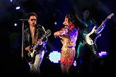 Singer Katy Perry performs with Lenny Kravitz during the Pepsi Super Bowl XLIX Halftime Show at University of Phoenix Stadium on February 1 2015 in...