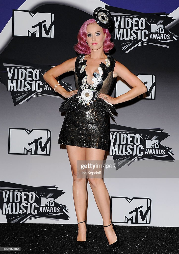 Singer <a gi-track='captionPersonalityLinkClicked' href=/galleries/search?phrase=Katy+Perry&family=editorial&specificpeople=599558 ng-click='$event.stopPropagation()'>Katy Perry</a> poses at the 2011 MTV Video Music Awards Press Room at Nokia Theatre L.A. Live on August 28, 2011 in Los Angeles, California.