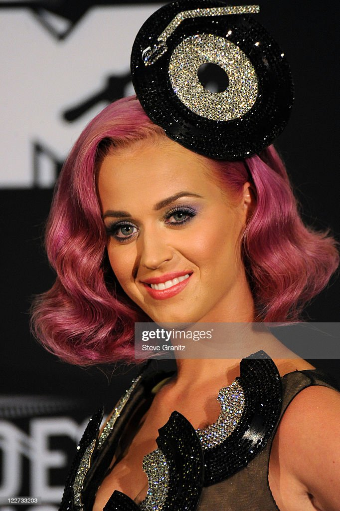Singer <a gi-track='captionPersonalityLinkClicked' href=/galleries/search?phrase=Katy+Perry&family=editorial&specificpeople=599558 ng-click='$event.stopPropagation()'>Katy Perry</a> poses in the press room at the The 28th Annual MTV Video Music Awards at Nokia Theatre L.A. LIVE on August 28, 2011 in Los Angeles, California.