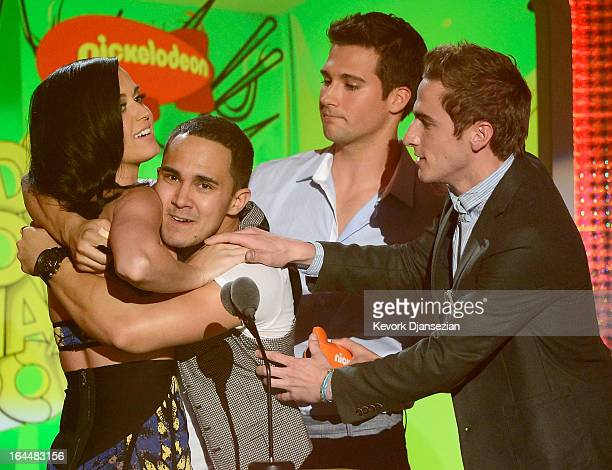 Singer Katy Perry winner of Favorite Female Singer Award with singers Carlos Pena Jr James Maslow and Kendall Schmidt of Big Time Rush speak onstage...