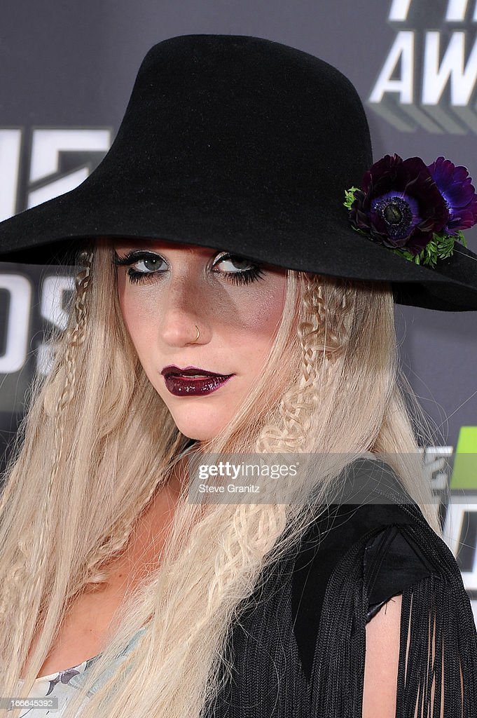 Singer <a gi-track='captionPersonalityLinkClicked' href=/galleries/search?phrase=Ke%24ha&family=editorial&specificpeople=6718222 ng-click='$event.stopPropagation()'>Ke$ha</a> arrives at the 2013 MTV Movie Awards at Sony Pictures Studios on April 14, 2013 in Culver City, California.
