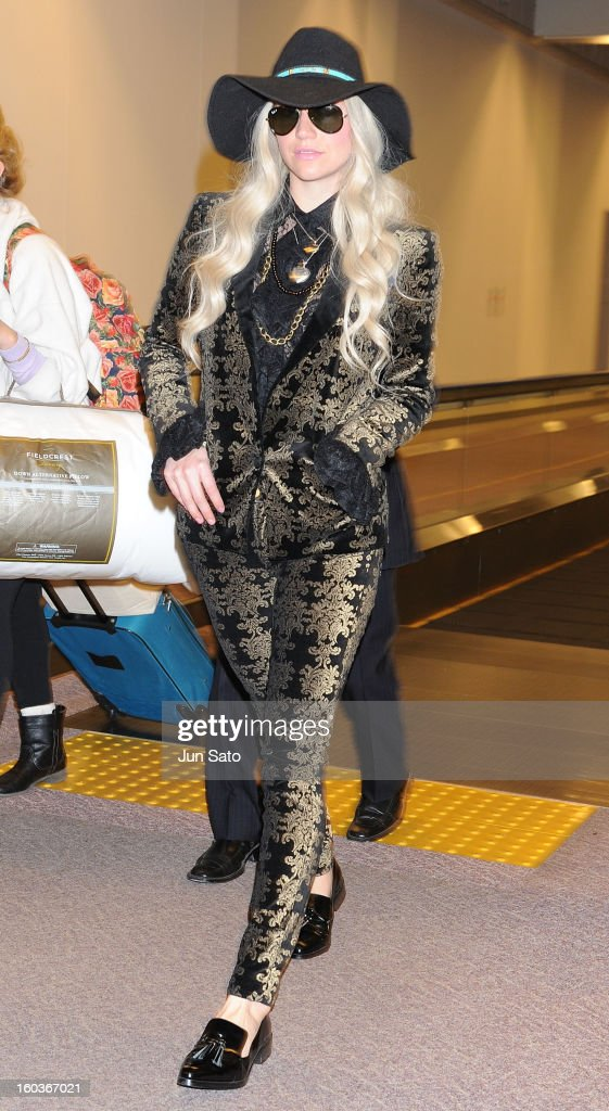 Singer <a gi-track='captionPersonalityLinkClicked' href=/galleries/search?phrase=Ke%24ha&family=editorial&specificpeople=6718222 ng-click='$event.stopPropagation()'>Ke$ha</a> is seen upon arrival at Narita International Airport on January 30, 2013 in Narita, Japan.
