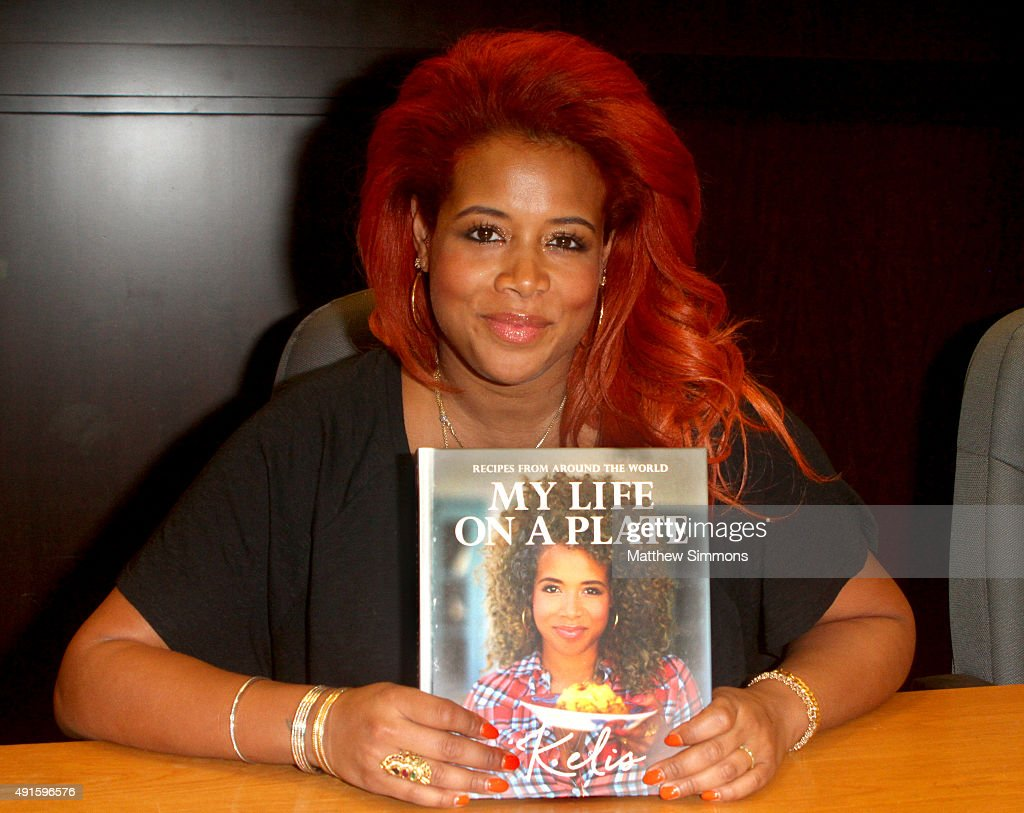 Singer <a gi-track='captionPersonalityLinkClicked' href=/galleries/search?phrase=Kelis&family=editorial&specificpeople=203061 ng-click='$event.stopPropagation()'>Kelis</a> attends a signing of her new book 'My Life On A Plate' at Barnes & Noble at The Grove on October 5, 2015 in Los Angeles, California.