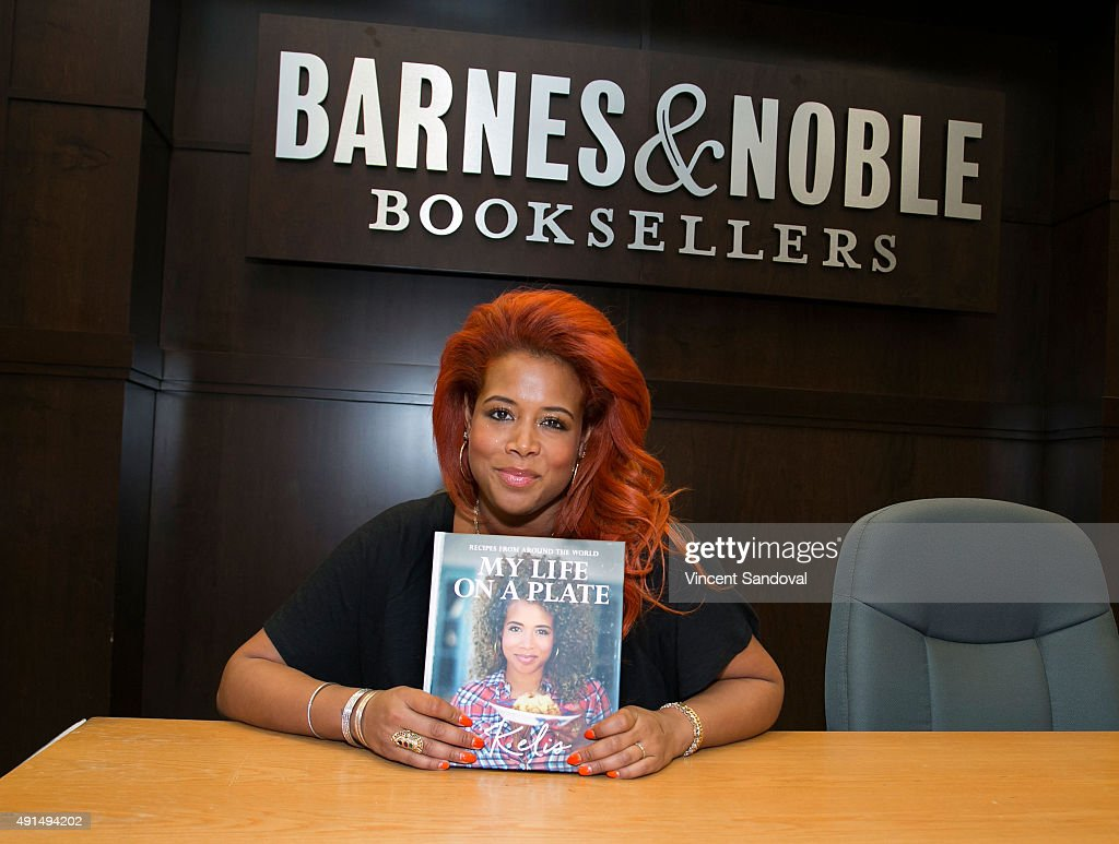 Singer <a gi-track='captionPersonalityLinkClicked' href=/galleries/search?phrase=Kelis&family=editorial&specificpeople=203061 ng-click='$event.stopPropagation()'>Kelis</a> signs and discusses her new book 'My Life On A Plate' at Barnes & Noble at The Grove on October 5, 2015 in Los Angeles, California.
