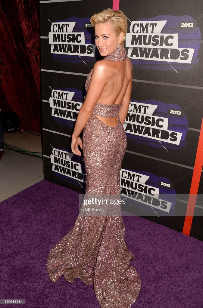 Singer <a gi-track='captionPersonalityLinkClicked' href=/galleries/search?phrase=Kellie+Pickler&family=editorial&specificpeople=600021 ng-click='$event.stopPropagation()'>Kellie Pickler</a> arrives at the 2013 CMT Music Awards at the Bridgestone Arena on June 5, 2013 in Nashville, Tennessee.