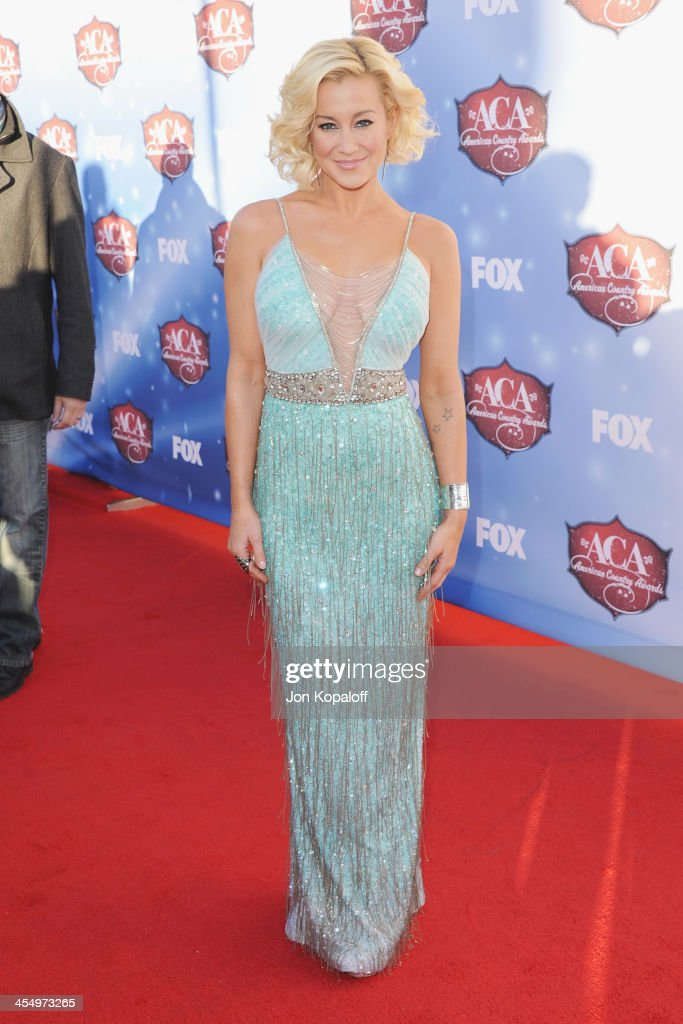 Singer Kellie Pickler arrives at the American Country Awards 2013 at the Mandalay Bay Events Center on December 10, 2013 in Las Vegas, Nevada.