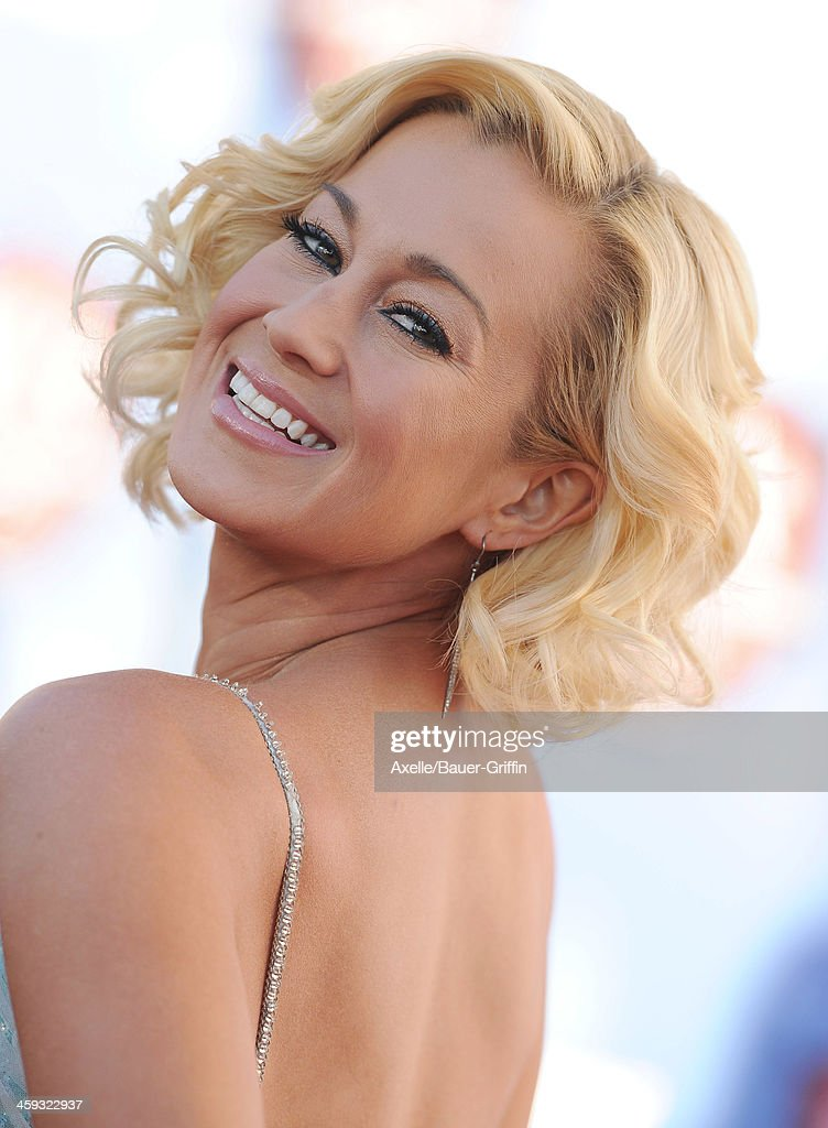 Singer <a gi-track='captionPersonalityLinkClicked' href=/galleries/search?phrase=Kellie+Pickler&family=editorial&specificpeople=600021 ng-click='$event.stopPropagation()'>Kellie Pickler</a> arrives at the American Country Awards 2013 at the Mandalay Bay Events Center on December 10, 2013 in Las Vegas, Nevada.
