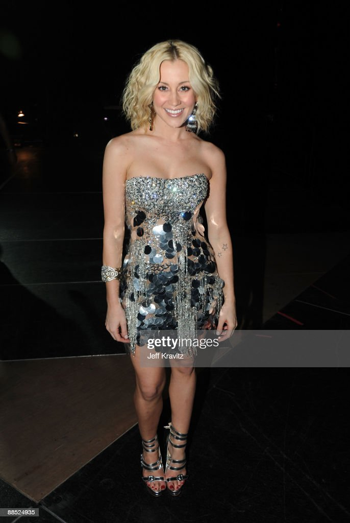 Singer Kellie Pickler attends the 2009 CMT Music Awards at the Sommet Center on June 16, 2009 in Nashville, Tennessee.