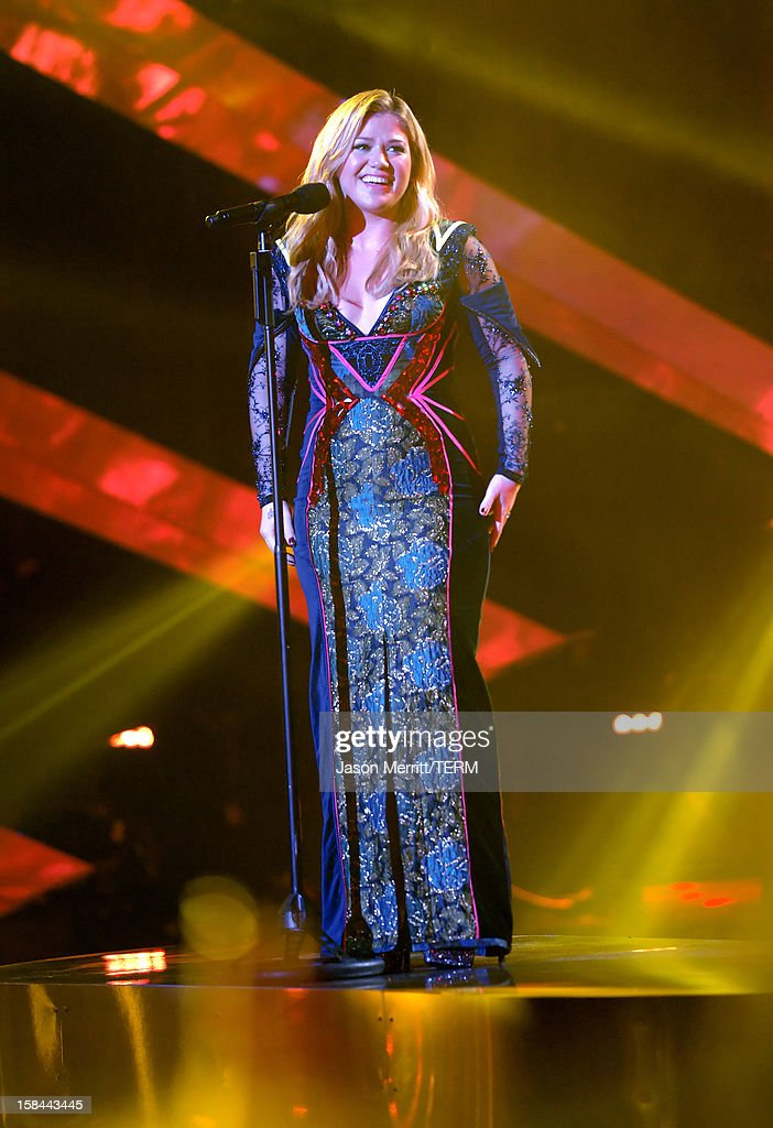 Singer Kelly Clarkson onstage at 'VH1 Divas' 2012 held at The Shrine Auditorium on December 16, 2012 in Los Angeles, California.