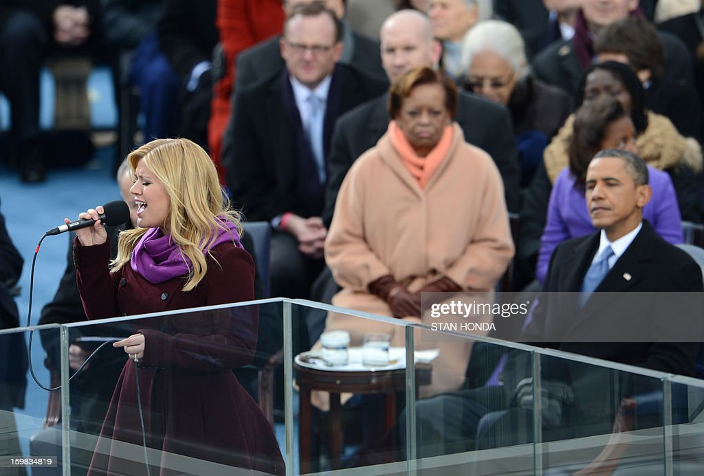 Singer Kelly Clarkson(L) performs after US President Barack Obama(R) took the oath of office during the 57th Presidential Inauguration ceremonial swearing-in at the US Capitol on January 21, 2013 in Washington, DC. AFP PHOTO/Stan HONDA