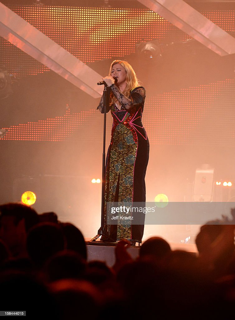 Singer Kelly Clarkson performs on stage at 'VH1 Divas' 2012 at The Shrine Auditorium on December 16, 2012 in Los Angeles, California.