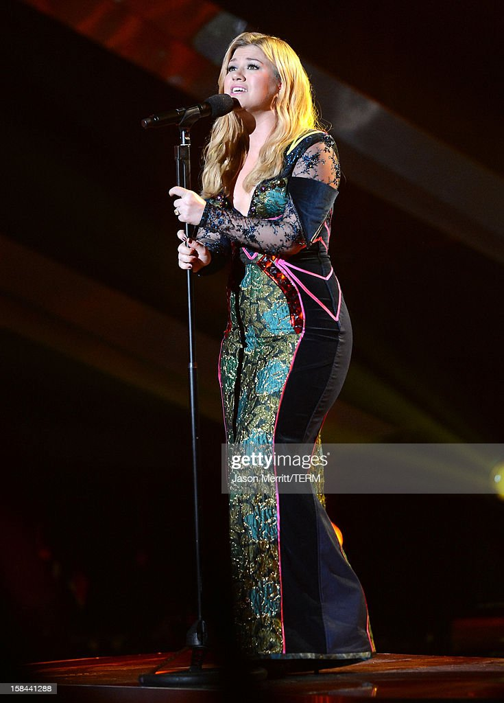 Singer Kelly Clarkson performs onstage at 'VH1 Divas' 2012 held at The Shrine Auditorium on December 16, 2012 in Los Angeles, California.