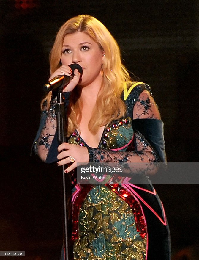 Singer Kelly Clarkson performs onstage during 'VH1 Divas' 2012 at The Shrine Auditorium on December 16, 2012 in Los Angeles, California.