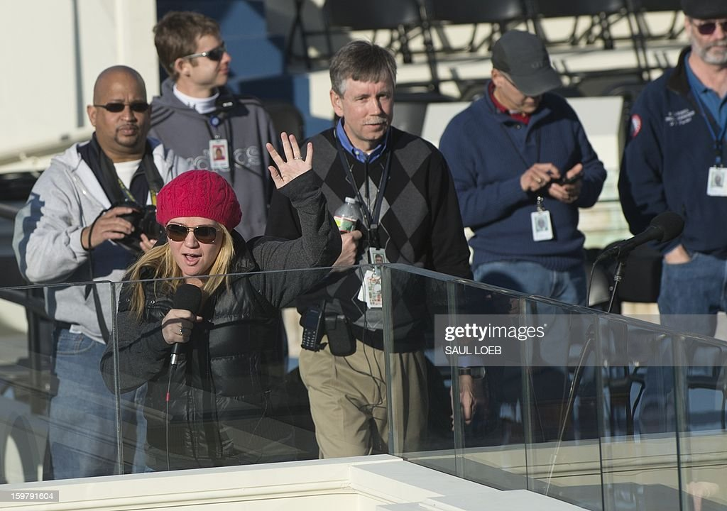 Singer Kelly Clarkson waves after a rehearsal of 'My Country, 'Tis of Thee' on January 20, 2013 for US President Barack Obama's second inauguration at the US Capitol on January 21 in Washington, DC. US President Barack Obama was sworn in by Chief Justice John Roberts for a second term in office January 20, 2013 in a brief, intimate private ceremony at the White House. AFP PHOTO / Saul LOEB