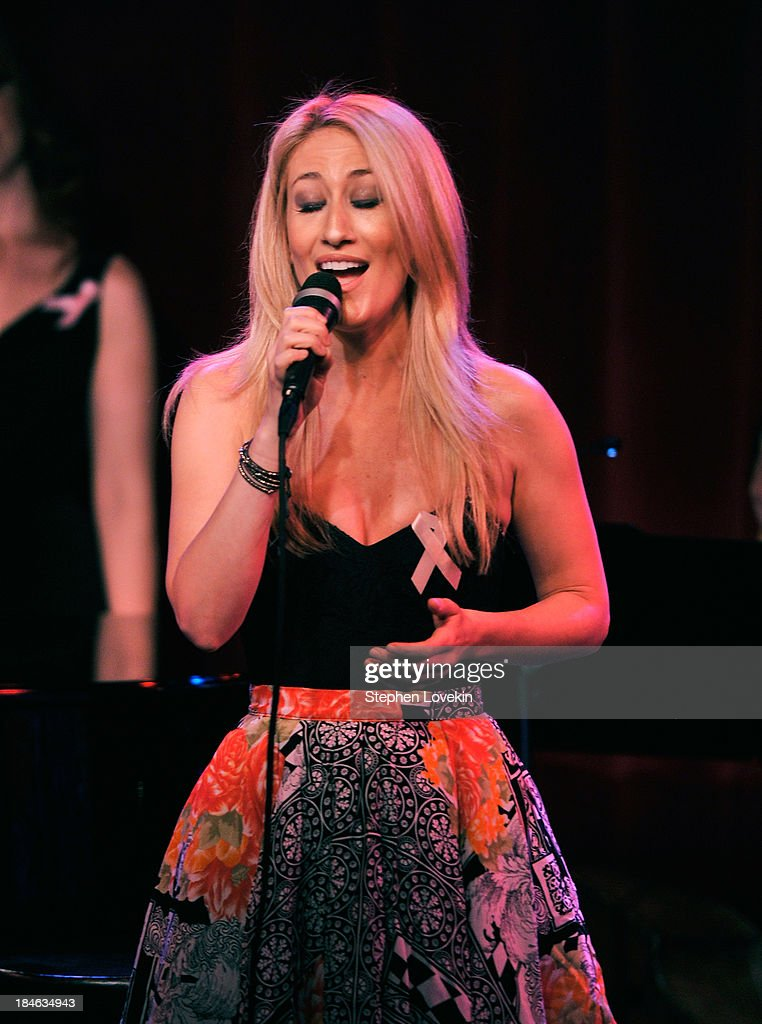 APPLY Singer Kelly King performs during 'The Actors Fund And Tower Cancer Research' benefit concert at Birdland Jazz Club on October 14, 2013 in New York City.