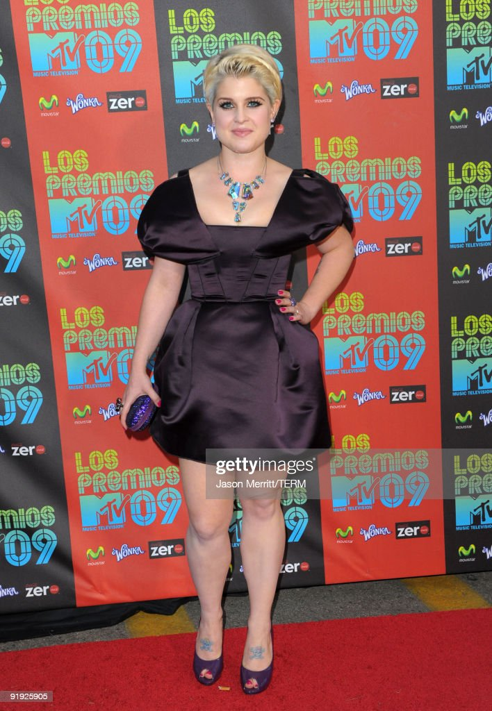 Singer <a gi-track='captionPersonalityLinkClicked' href=/galleries/search?phrase=Kelly+Osbourne&family=editorial&specificpeople=156416 ng-click='$event.stopPropagation()'>Kelly Osbourne</a> arrives at the 'Los Premios MTV 2009' Latin America Awards held at Gibson Amphitheatre on October 15, 2009 in Universal City, California.