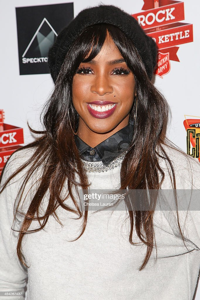 Singer Kelly Rowland arrives at The Salvation Army's 4th annual Rock The Red Kettle concert at 5 Towers Outdoor Concert Arena on December 7, 2013 in Universal City, California.