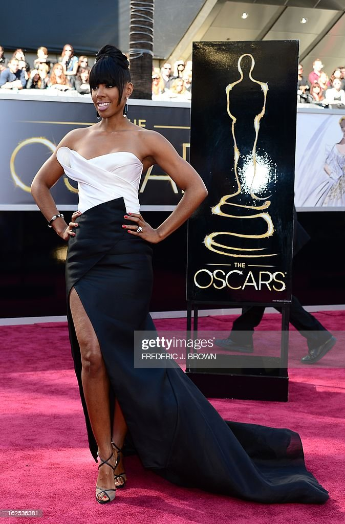 Singer Kelly Rowland arrives on the red carpet for the 85th Annual Academy Awards on February 24, 2013 in Hollywood, California.