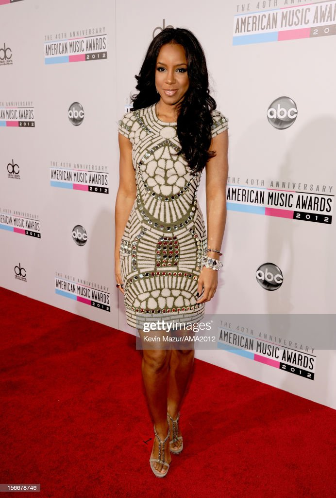 Singer <a gi-track='captionPersonalityLinkClicked' href=/galleries/search?phrase=Kelly+Rowland&family=editorial&specificpeople=201760 ng-click='$event.stopPropagation()'>Kelly Rowland</a> attends the 40th American Music Awards held at Nokia Theatre L.A. Live on November 18, 2012 in Los Angeles, California.