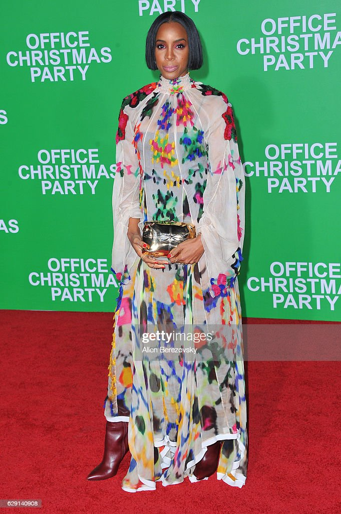 Singer Kelly Rowland attends the premiere of Paramount Pictures' 'Office Christmas Party' at Regency Village Theatre on December 7, 2016 in Westwood, California.