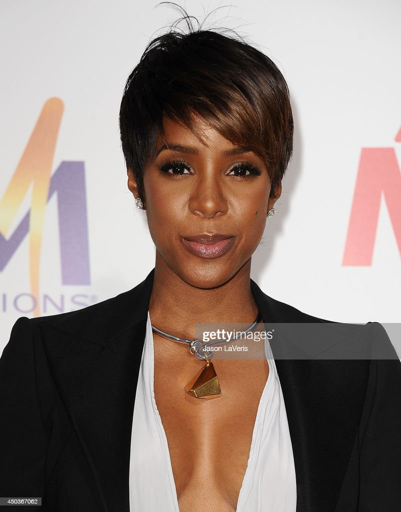 Singer <a gi-track='captionPersonalityLinkClicked' href=/galleries/search?phrase=Kelly+Rowland&family=editorial&specificpeople=201760 ng-click='$event.stopPropagation()'>Kelly Rowland</a> attends the premiere of 'Think Like A Man Too' at TCL Chinese Theatre on June 9, 2014 in Hollywood, California.