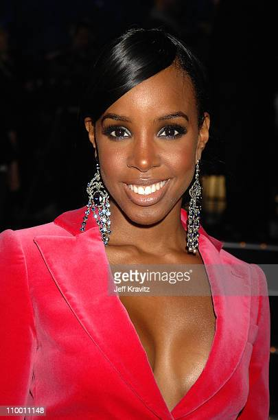 Singer Kelly Rowland backstage during the 2007 MTV Europe Music Awards held at the Olympiahalle on November 1 2007 in Munich Germany