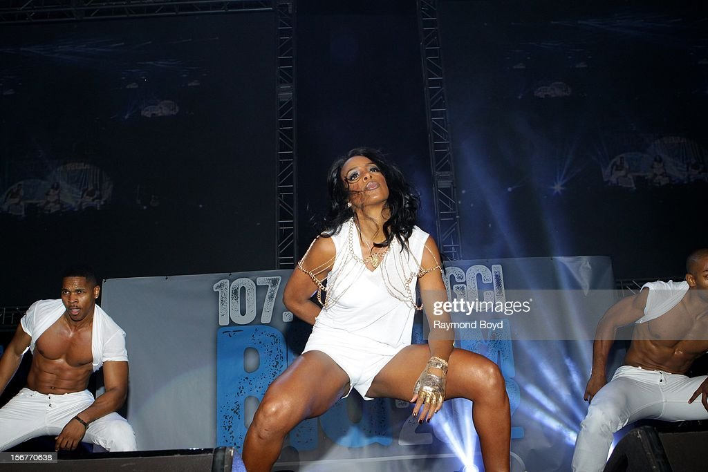 Singer Kelly Rowland, performs during the WGCI-FM 'Big Jam 2012' concert at the Allstate Arena in Rosemont, Illinois in NOVEMBER 16, 2012.