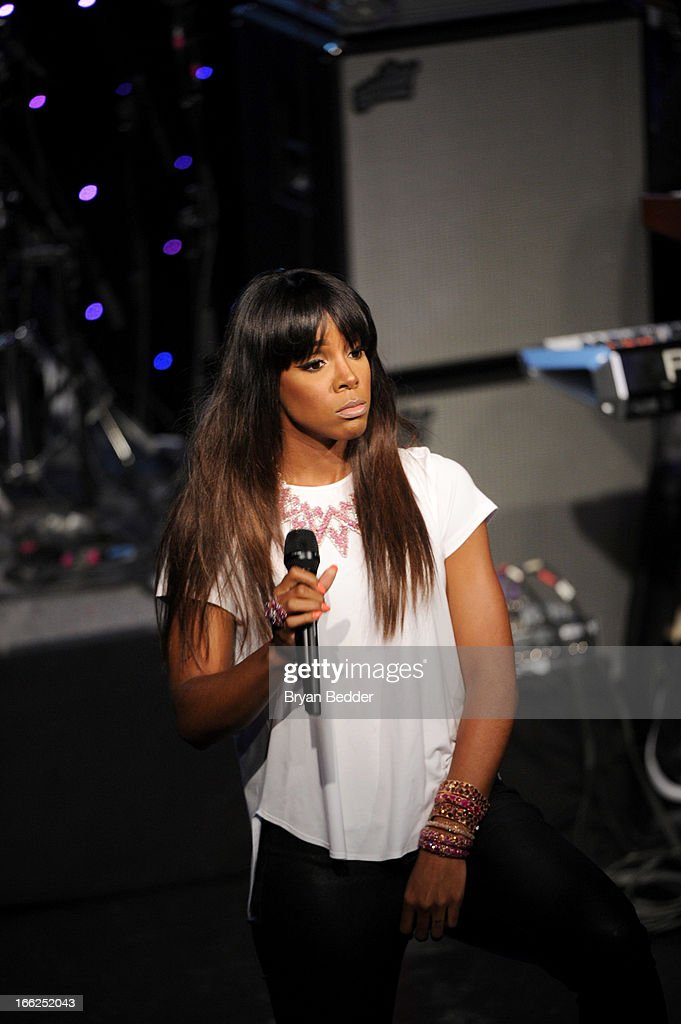 Singer <a gi-track='captionPersonalityLinkClicked' href=/galleries/search?phrase=Kelly+Rowland&family=editorial&specificpeople=201760 ng-click='$event.stopPropagation()'>Kelly Rowland</a> performs onstage at the 4th Annual ELLE Women in Music Celebration at The Edison Ballroom on April 10, 2013 in New York City.