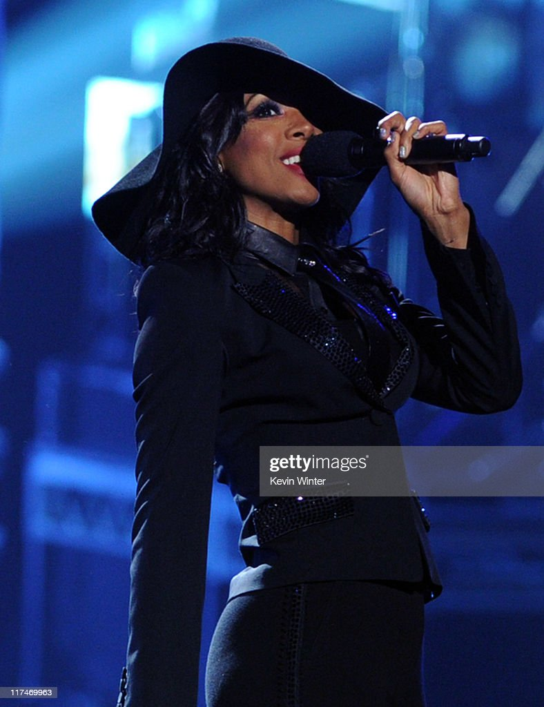Singer Kelly Rowland performs onstage during the BET Awards '11 held at the Shrine Auditorium on June 26, 2011 in Los Angeles, California.