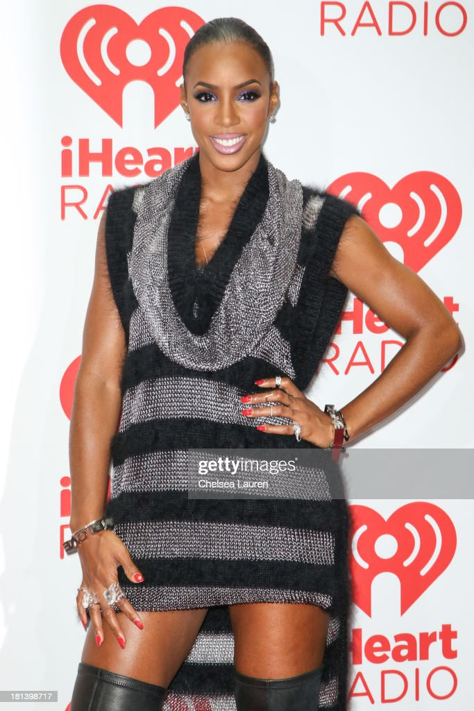 Singer Kelly Rowland poses in the iHeartRadio music festival photo room on September 20, 2013 in Las Vegas, Nevada.