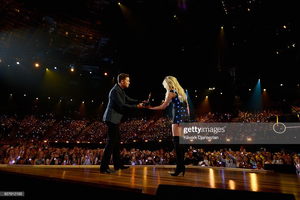 Singer <a gi-track='captionPersonalityLinkClicked' href=/galleries/search?phrase=Kelsea+Ballerini&family=editorial&specificpeople=12614491 ng-click='$event.stopPropagation()'>Kelsea Ballerini</a> (R) accepts the award for 'Breakthrough Female of the Year,' onstage during the 2016 American Country Countdown Awards at The Forum on May 1, 2016 in Inglewood, California.