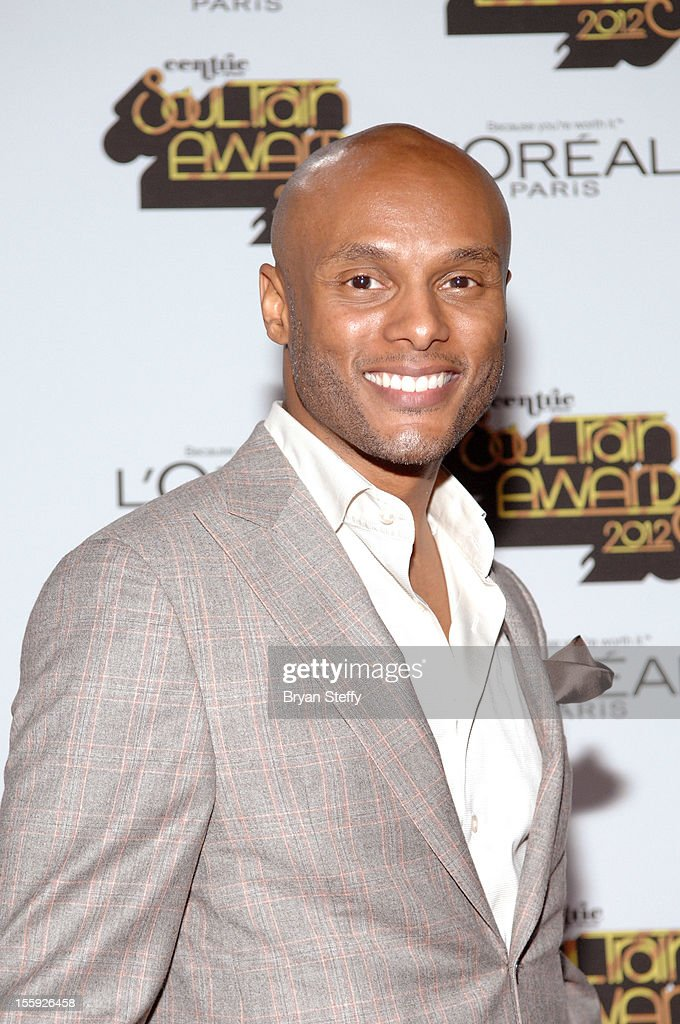 Singer <a gi-track='captionPersonalityLinkClicked' href=/galleries/search?phrase=Kenny+Lattimore&family=editorial&specificpeople=734613 ng-click='$event.stopPropagation()'>Kenny Lattimore</a> arrives at the Loreal Style Stage at the Soul Train Awards 2012 at PH Live at Planet Hollywood Resort & Casino on November 8, 2012 in Las Vegas, Nevada.