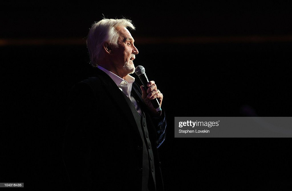 Singer Kenny Rogers performs during the 4th Annual ACM Honors at the Ryman Auditorium on September 20, 2010 in Nashville, Tennessee.
