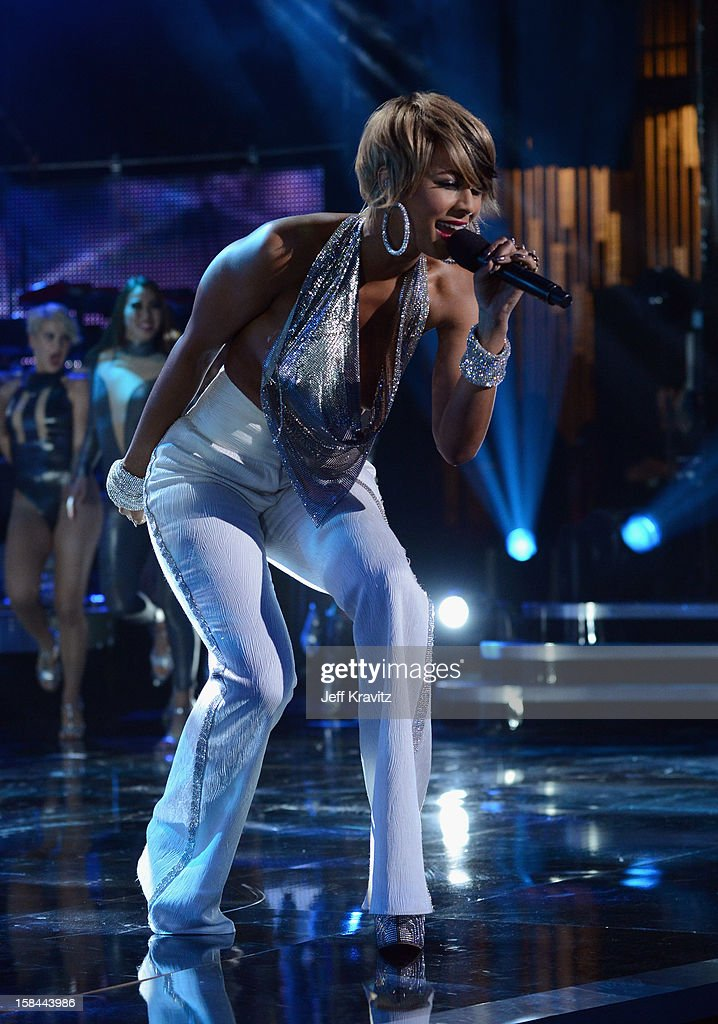 Singer Keri Hilson performs on stage at 'VH1 Divas' 2012 at The Shrine Auditorium on December 16, 2012 in Los Angeles, California.