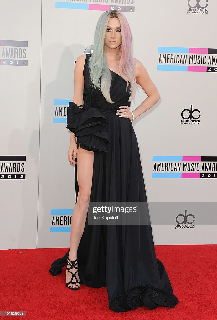 Singer Kesha arrives at the 2013 American Music Awards at Nokia Theatre L.A. Live on November 24, 2013 in Los Angeles, California.