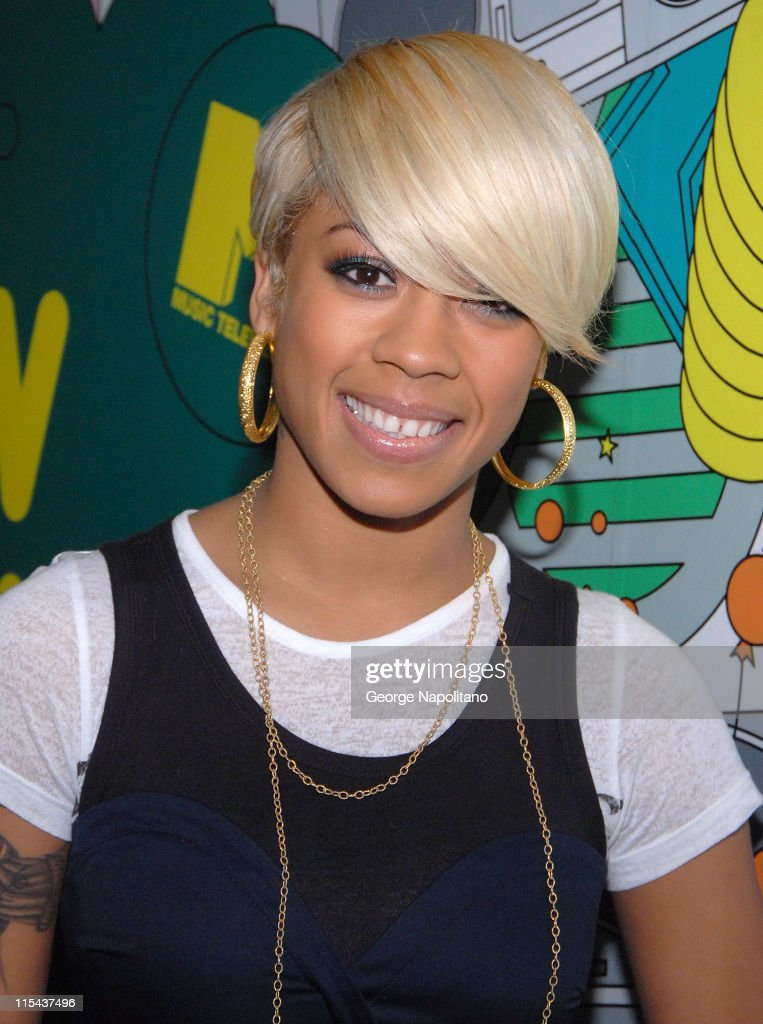 "Natasha Bedingfield Visits MTV's ""TRL"" - January 22, 2008"