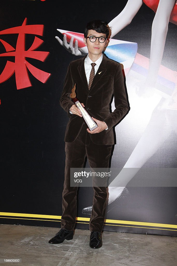 Singer <a gi-track='captionPersonalityLinkClicked' href=/galleries/search?phrase=Khalil+Fong&family=editorial&specificpeople=5659776 ng-click='$event.stopPropagation()'>Khalil Fong</a> attends 2012 Chic Chak Music Awards at Hong Kong Convention and Exhibition Center on January 2, 2013 in Hong Kong, Hong Kong.