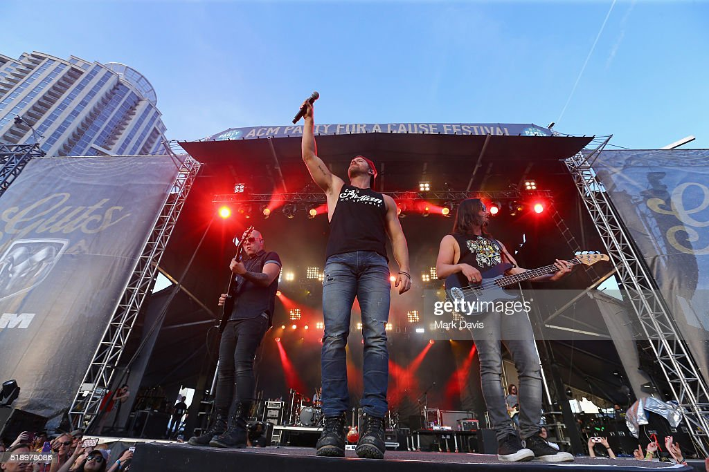 Singer Kip Moore (C) performs onstage during the 4th ACM Party For A Cause Festival at the Las Vegas Festival Grounds on April 3, 2016 in Las Vegas, Nevada.
