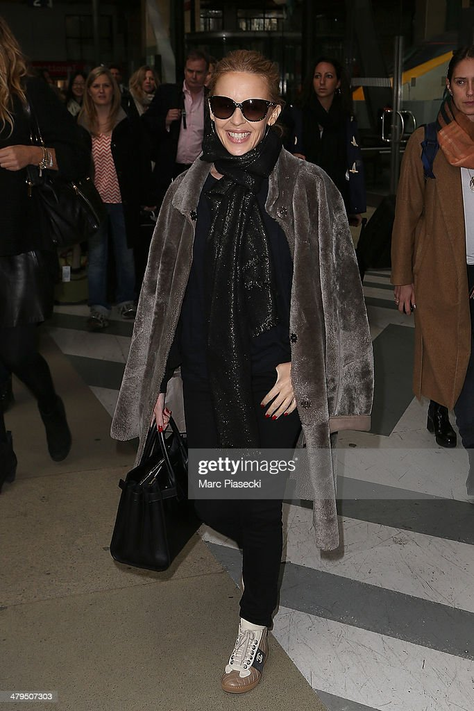 Singer <a gi-track='captionPersonalityLinkClicked' href=/galleries/search?phrase=Kylie+Minogue&family=editorial&specificpeople=201671 ng-click='$event.stopPropagation()'>Kylie Minogue</a> arrives at 'Gare du Nord' train station on March 19, 2014 in Paris, France.