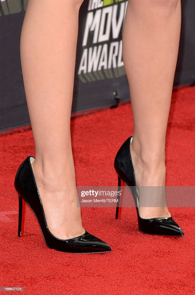 Singer Kylie Minogue (shoe detail) arrives at the 2013 MTV Movie Awards at Sony Pictures Studios on April 14, 2013 in Culver City, California.