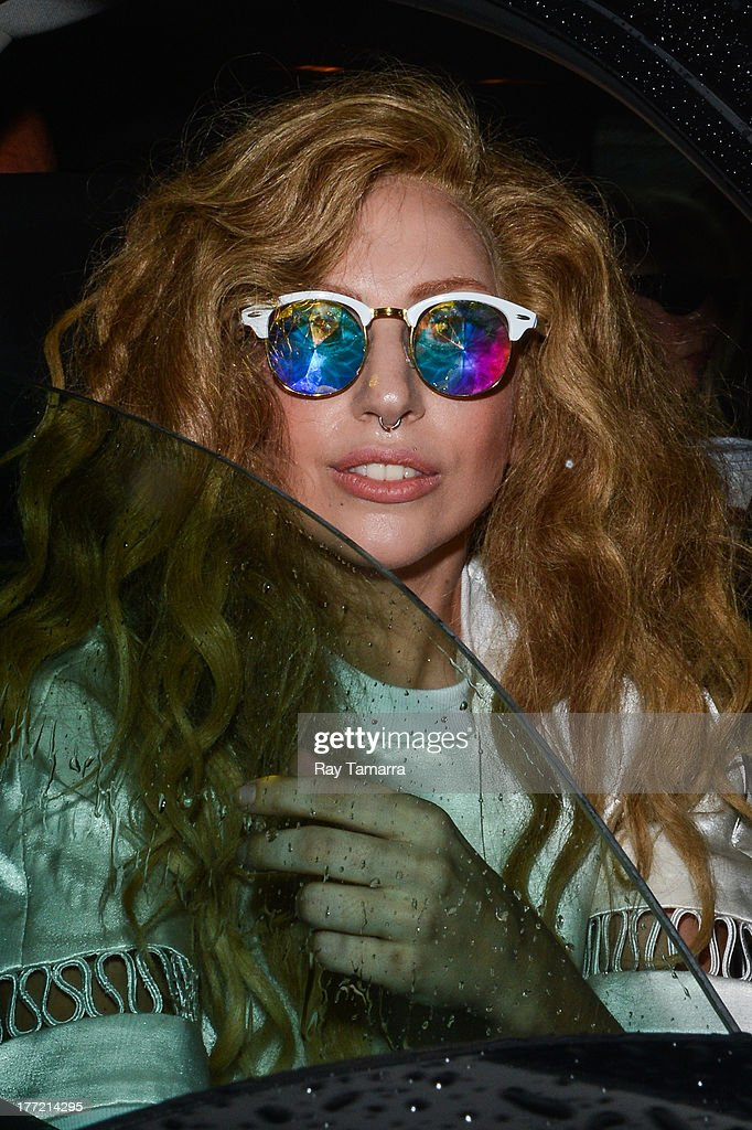 Singer <a gi-track='captionPersonalityLinkClicked' href=/galleries/search?phrase=Lady+Gaga&family=editorial&specificpeople=4456754 ng-click='$event.stopPropagation()'>Lady Gaga</a> leaves her Midtown Manhattan apartment on August 22, 2013 in New York City.